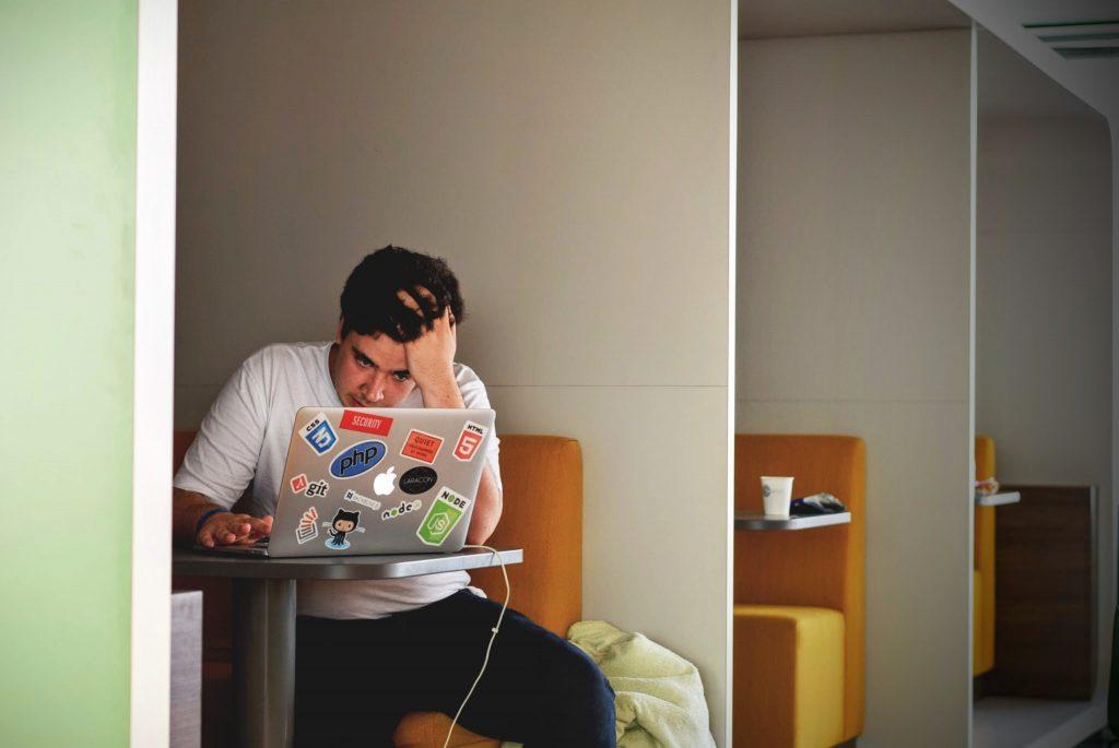 stressed-man-over-blogging